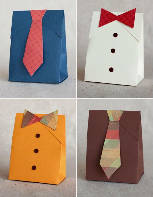 Подарочный пакет в виде рубашки с галстуком.