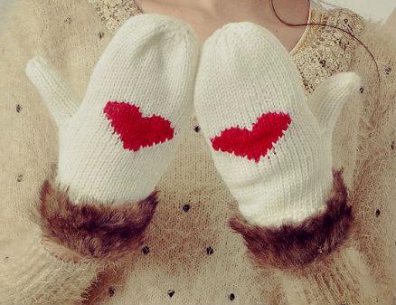 Варежки с сердечками.