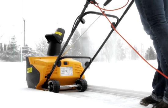 Домашняя снегоуборочная машина.