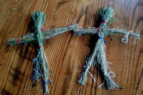 Кукла из веточек или травы.