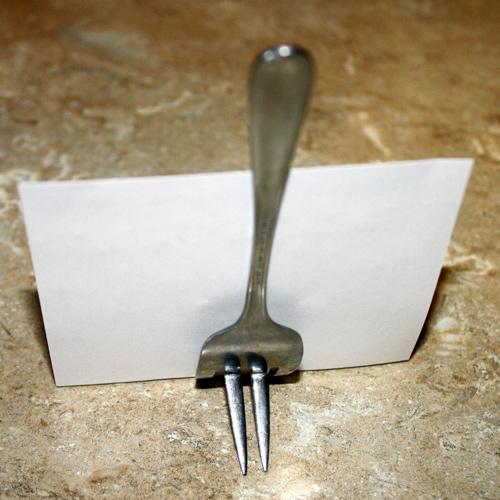 Быстрый способ создания подставки из вилки.