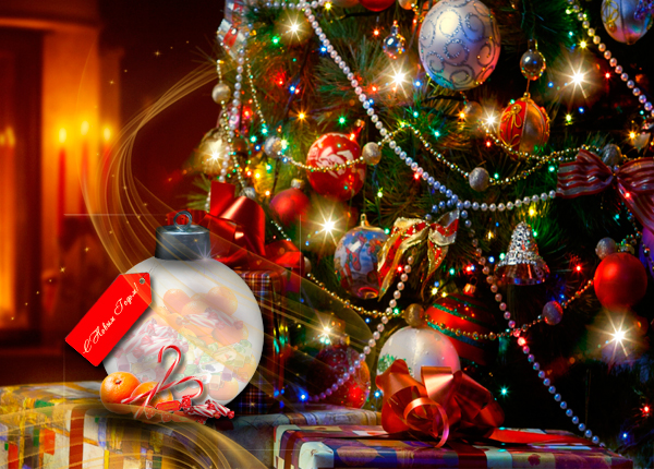 Сладости внутри большого новогоднего шара.