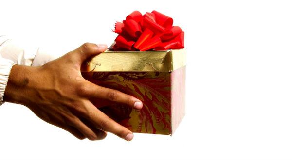 Что подарить девушке на День Рождения.