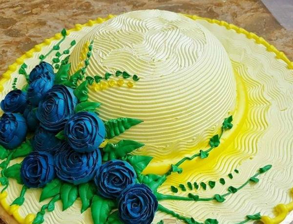 Торт в виде шляпки. А ведь можно сделать в виде глобуса, виньетки и т.д.