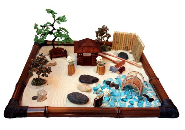 Японсикй садик с мини грабельками.