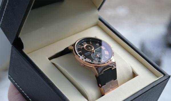 Часы с гравировкой должны произвести хорошее впечатление.