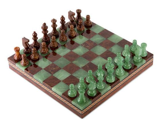 Шахматы из камня.