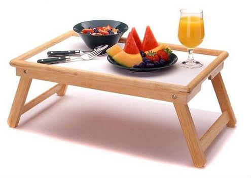 Столик для завтрака с вкусностями.