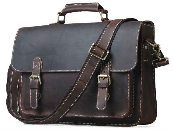 Модный портфель должен понравиться Козерогу.
