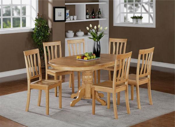 Родителям можно подарить мебель на кухню - стол и стулья.