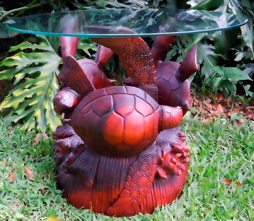 Журнальный столик с основанием в виде черепах.