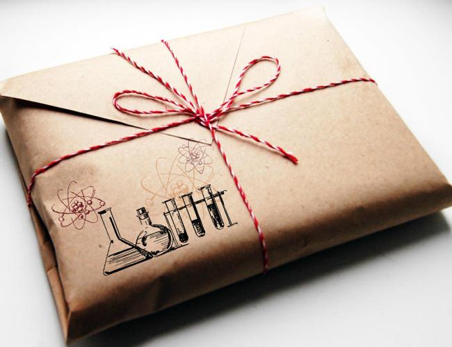 День Химика: история праздника, идеи подарков, открытки