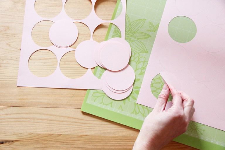 Как сделать гирлянду на День рождения своими руками (10 мастер-классов и много шаблонов флажков для печати)